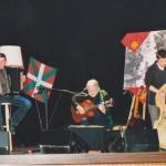Jean Alambre n'a pas été encadré sur scène par une telle paire de musiciens, depuis... un quart de siècle